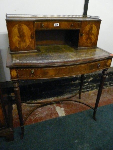 Small mahogany bow fronted leather top writing desk - Sold for £210.00