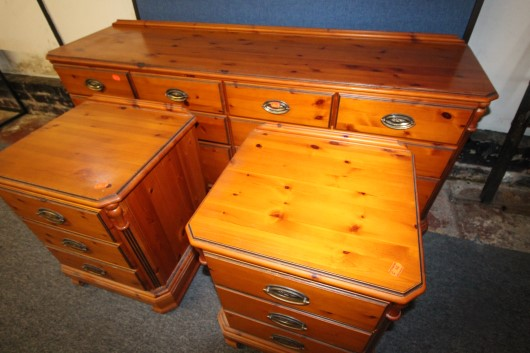 yew wood 3 piece suite £130